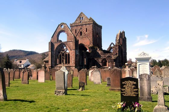 Sweetheart Abbey Dumfries and Galloway,a favourite attraction for Kirkennan Holiday Cottages guests
